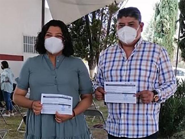 Karina Pérez Popoca completa vacunación anti covid