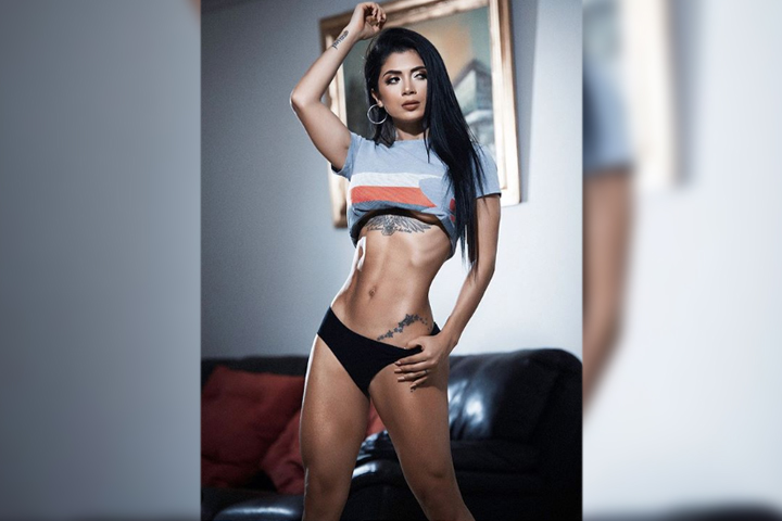 Se burlan de Kimberly Flores por foto con poca ropa