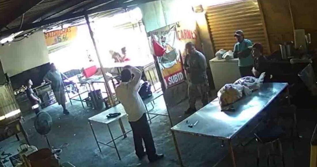 VIDEO Polleros matan a extorsionador que les cobraba derecho de piso