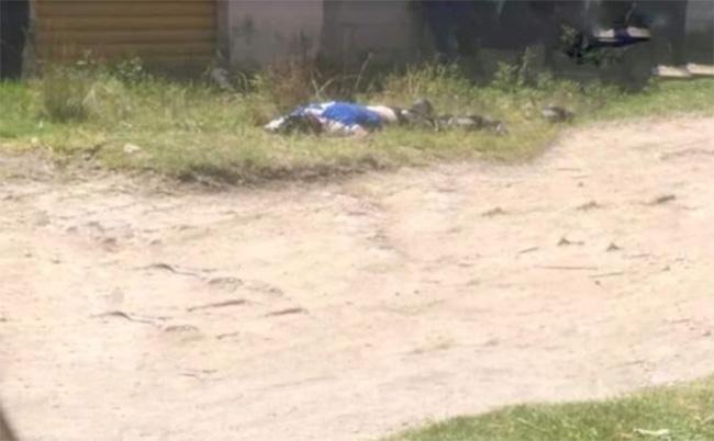Detienen vecinos a ladrón y lo amaran a poste en barrio de Amozoc