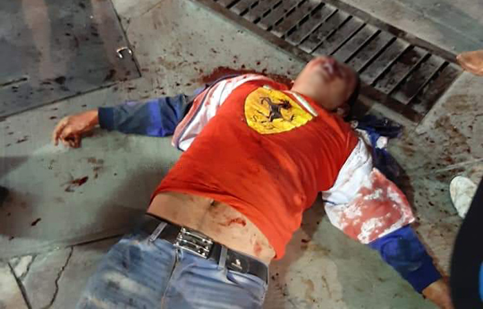 Se subió a robar a un micro y pasajeros le destrozan la cara a golpes