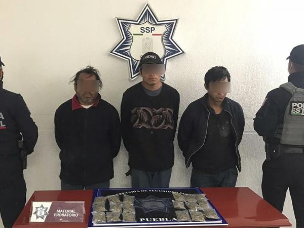 Detienen a tres ladrones de autos en Puebla