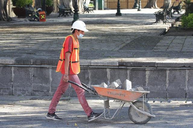Lajas levantadas del zócalo se vendieron en 35 pesos: Barbosa