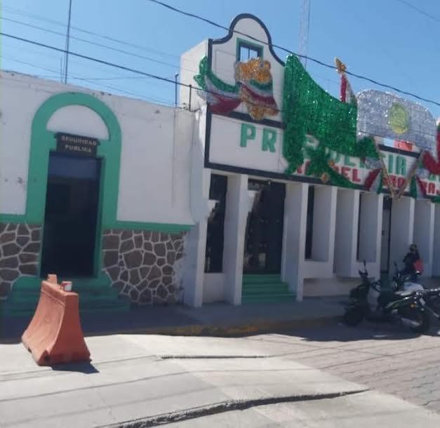 Dejan sin pago a policías municipales de Rafael Lara Grajales