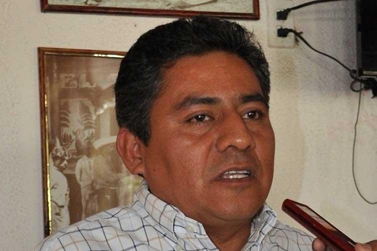 Alza la mano Ernesto Leyva para la diputación federal