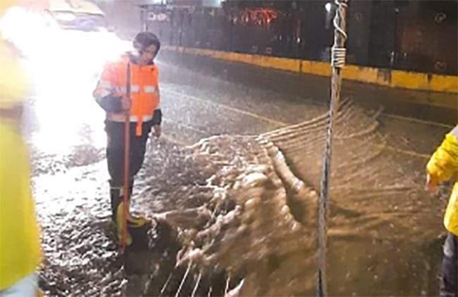 Fuerte lluvia sorprende a pobladores de Teziutlán