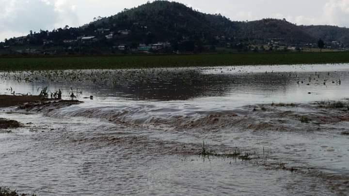 Tras lluvias crecen ríos y se deslava el cerro en el municipio de Zautla