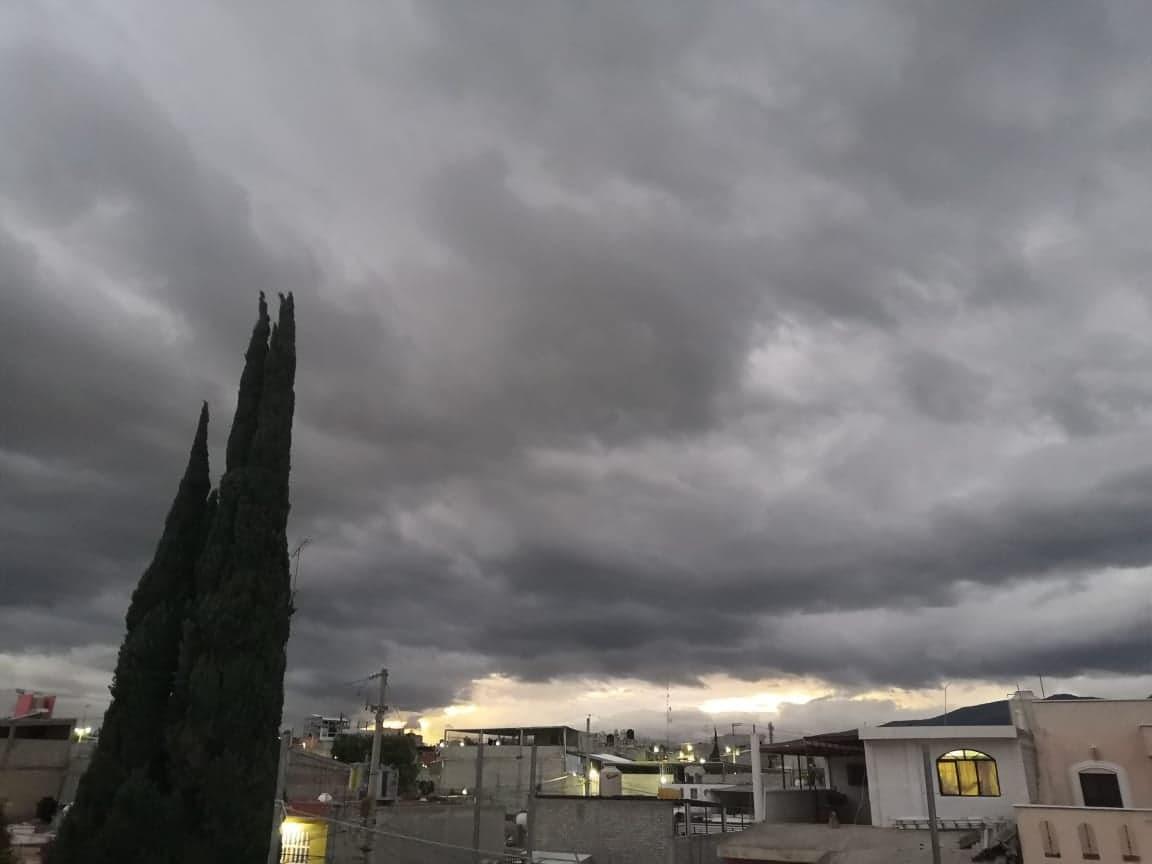 Avicultores se deslindan de avionetas que inhiben la lluvia en Puebla y Oaxaca
