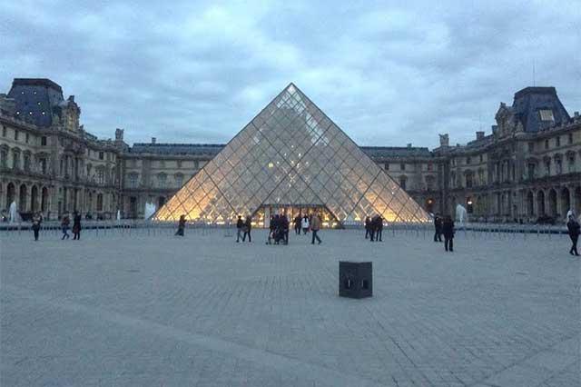 Reabre sus puertas el museo del Louvre en París