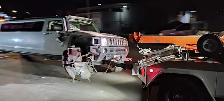 Conductor de limusina tira poste y deja sin luz a vecinos de Amozoc