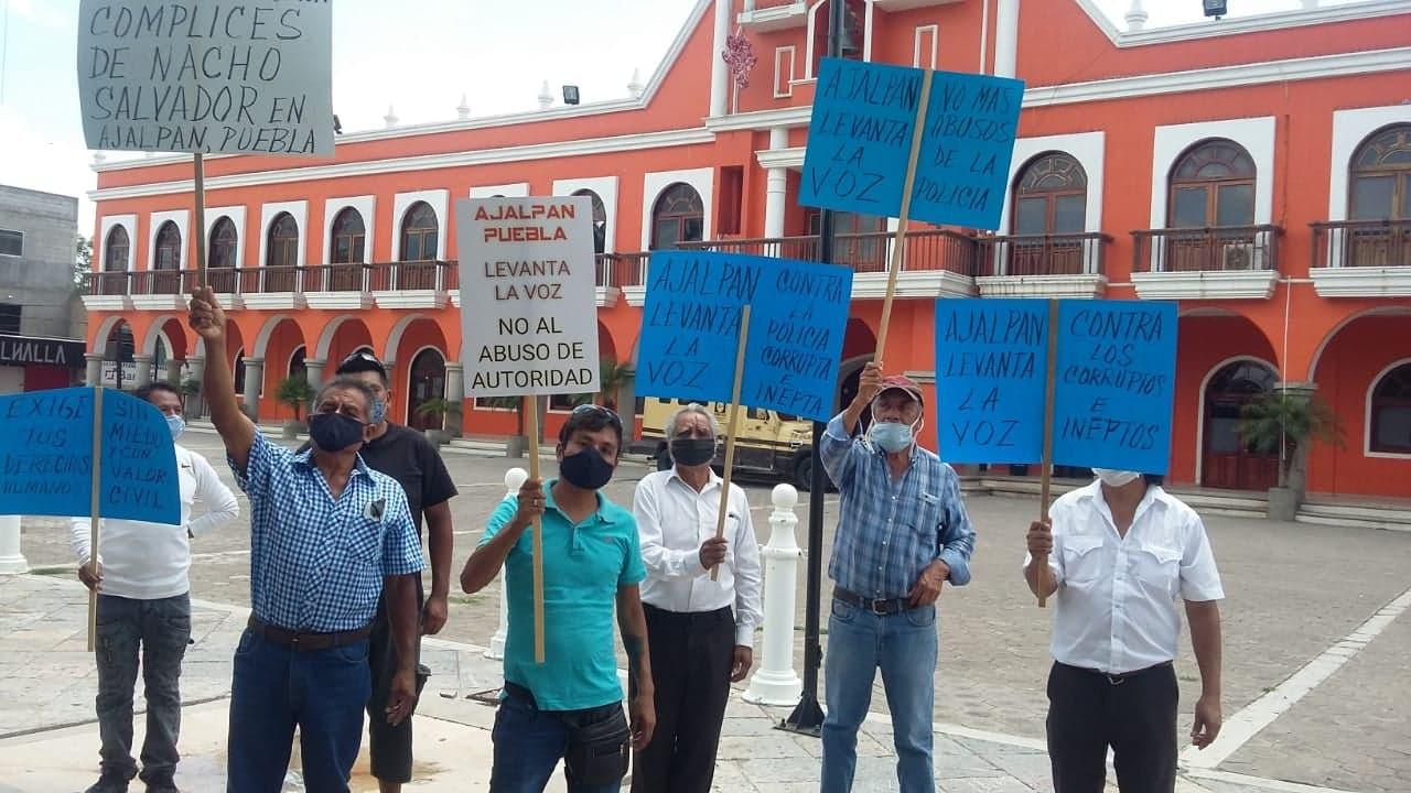Protestan en Ajapan por abusos policiacos