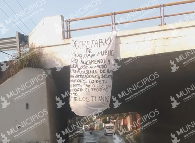 Con mantas Los Tlanas amenazan al secretario de Seguridad en Texmelucan