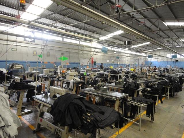 Sólo 10% de maquilas en Tehuacán han iniciado con la confección de jeans