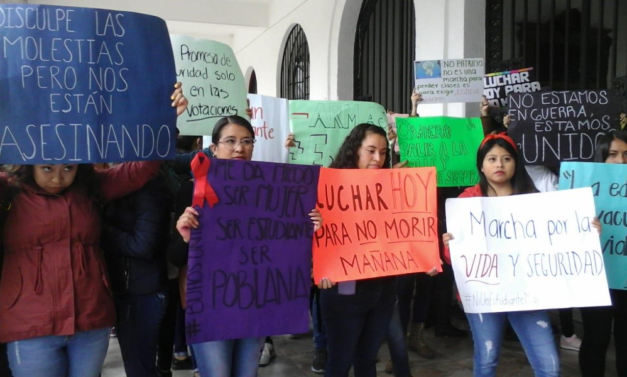 Protestan en Teziutlán por homicidio de estudiante y autoridad intenta callarlos