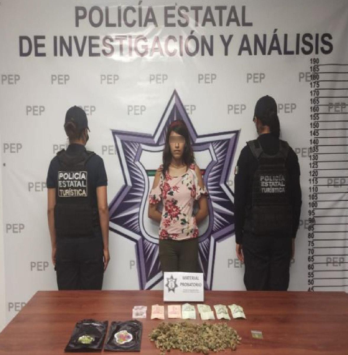 Detiene a Mariana por vender LSD y marihuana en el Centro Histórico de Puebla