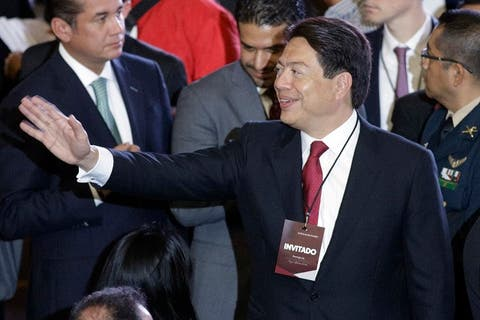 Mario Delgado anuncia que dio positivo a prueba del Covid