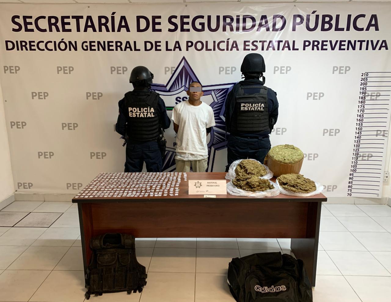 Cae hombre con 12 kilos de marihuana y 300 dosis de cristal en Atlixco