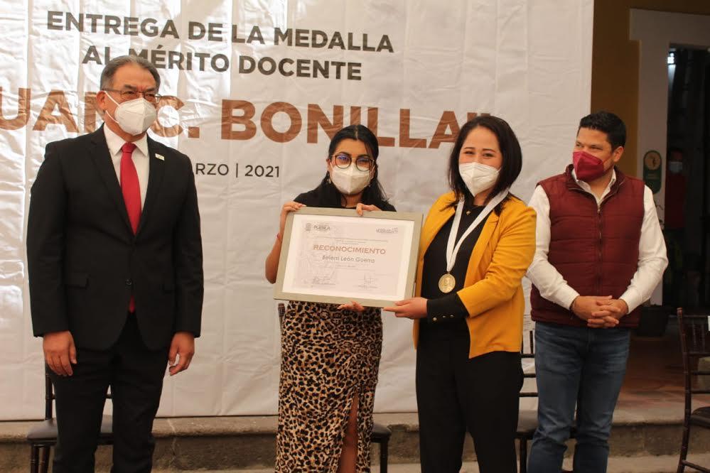 Entrega LX Legislatura Medalla al Mérito Docente Juan C. Bonilla