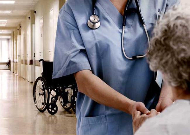 Propone senador 10 años de cárcel a quien agreda a médicos o enfermeras