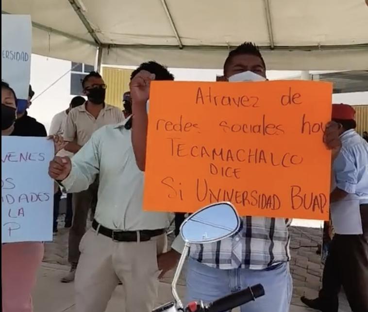 Ciudadanos se manifiestan contra inauguración del mercado de Tecamachalco