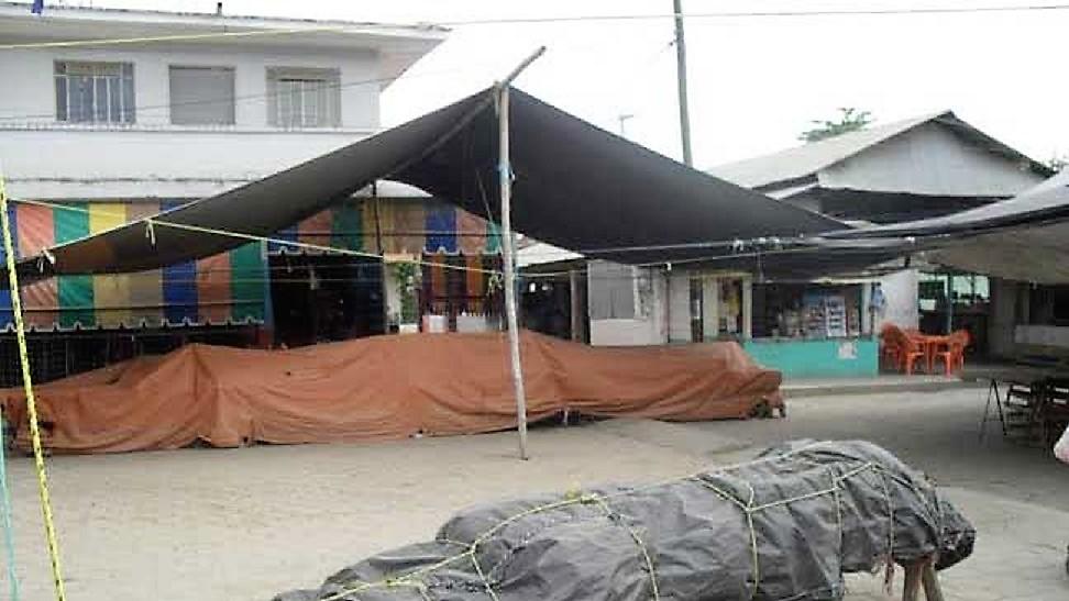 Ejecutan a Martín mientras cenaba en mercado de Venustiano Carranza