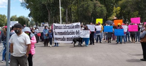 Por desconocer la obra, protestan locatarios del mercado de Huejotzingo