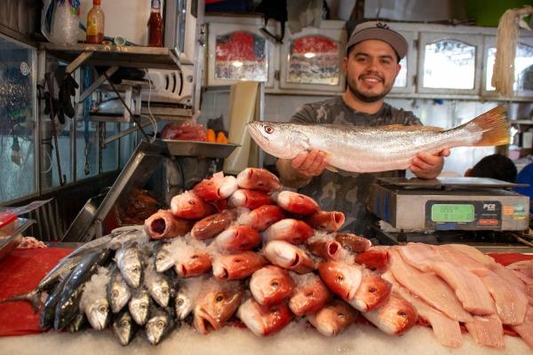 Venta de pescados y mariscos cae 40% en Puebla