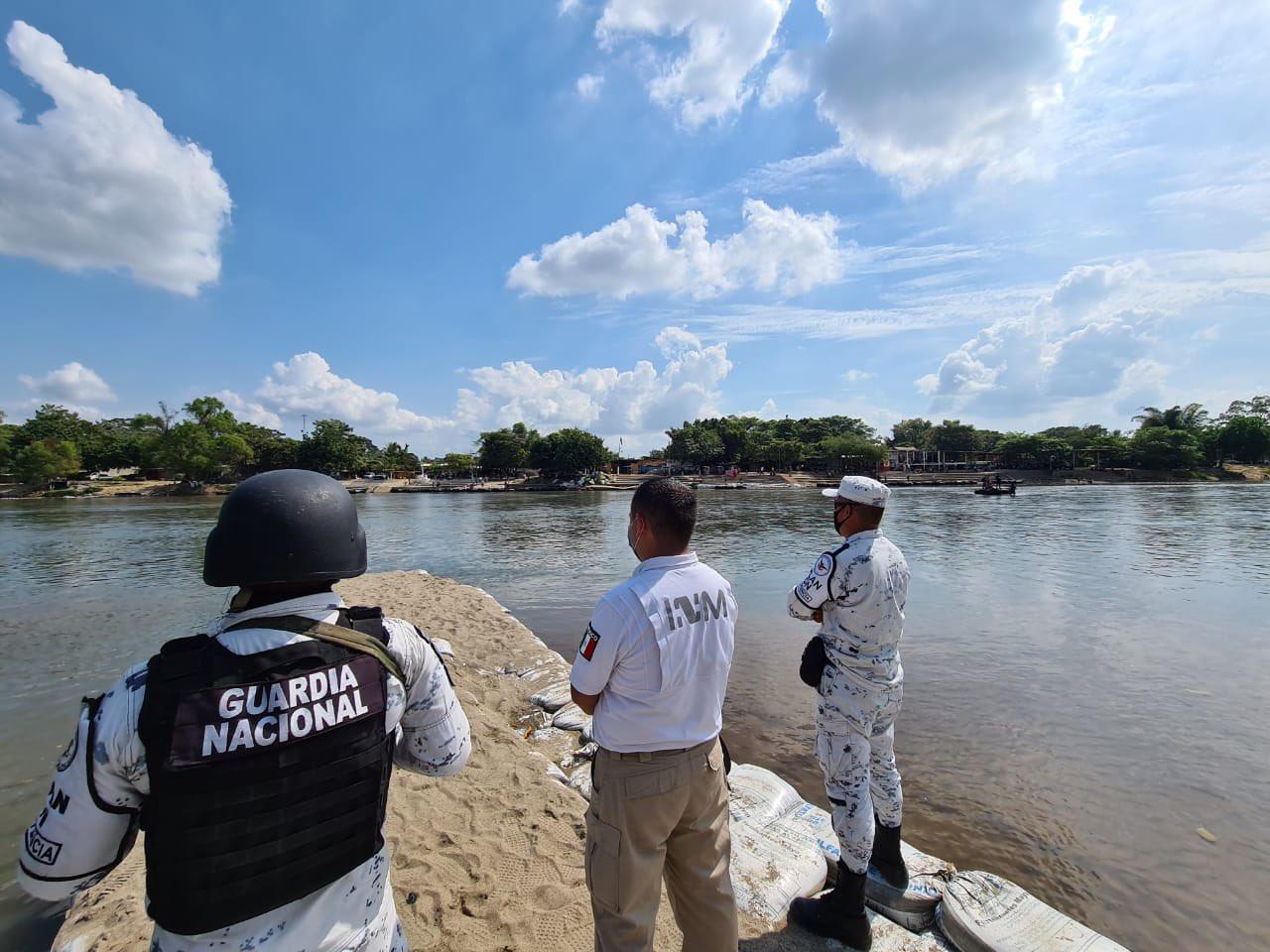 Aplica INM operativo  24 horas por paso de caravana de migrantes