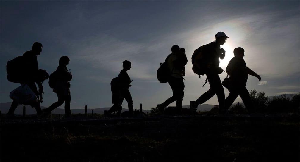 Construyó una frontera falsa para estafar migrantes, ya fue detenido