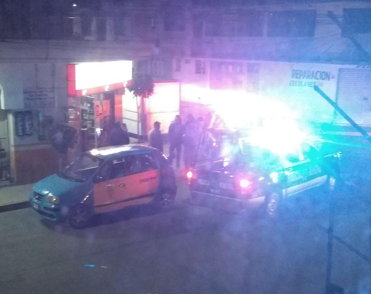 Asaltan súper y se roban hasta la camioneta de un cliente en Texmelucan