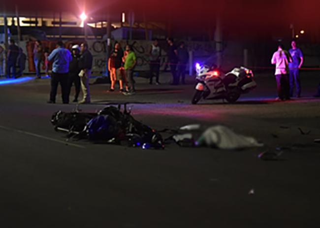 Muere motocilista por caer en coladera en avenida Las Torres