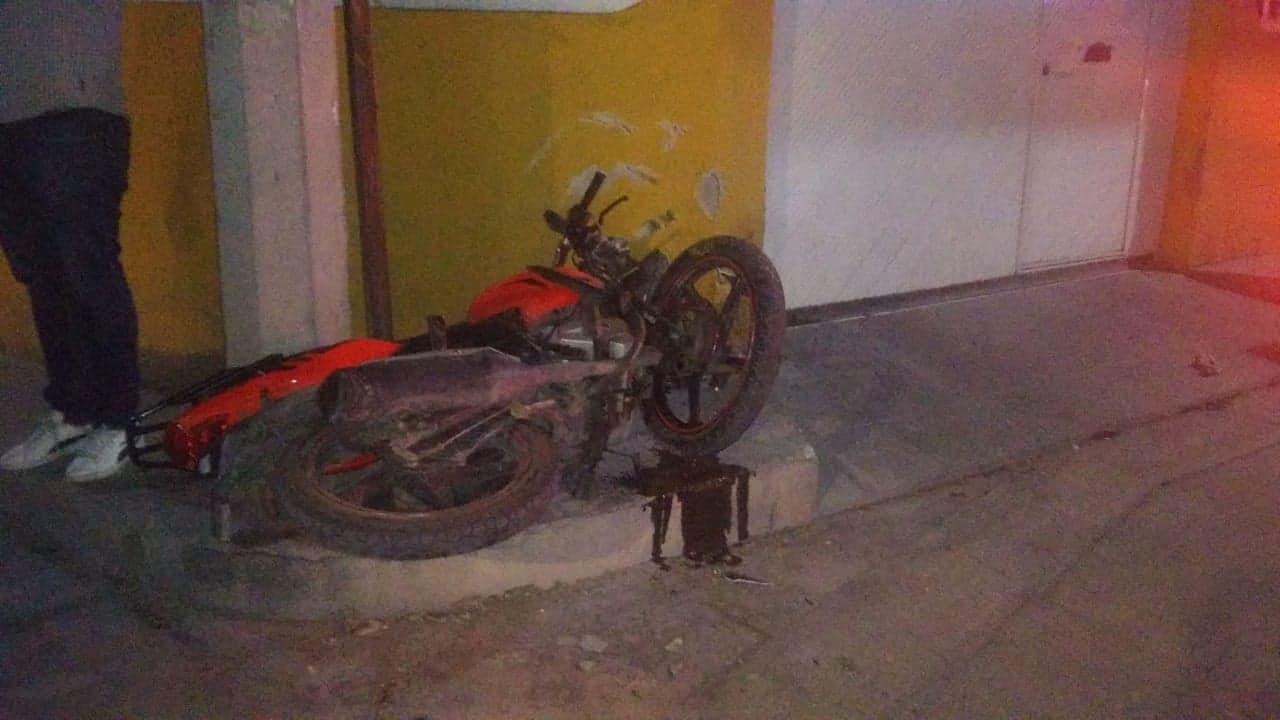 Muere joven al conducir ebrio y drogado su motocicleta en Izúcar