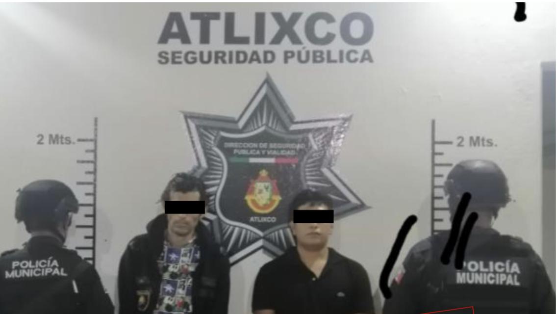 Tras persecución atrapan a motociclistas con droga en Atlixco
