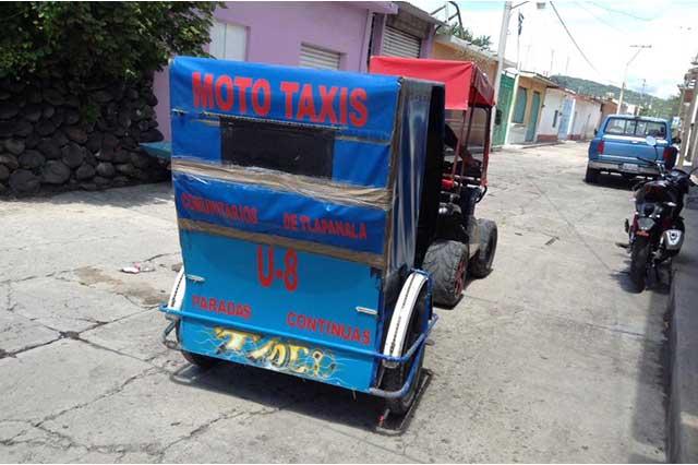 Denuncian que edil de Tlapanalá solapa funcionamiento de mototaxis