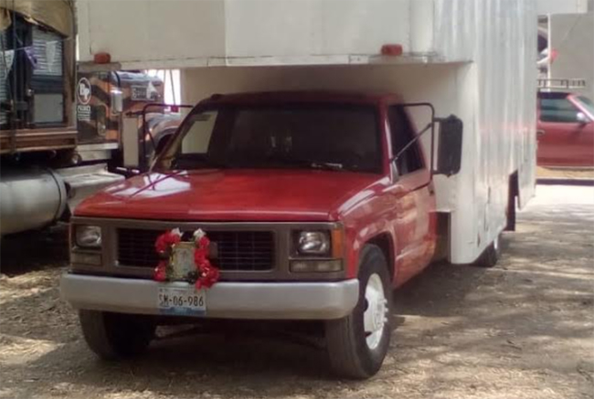 Roban camión de mudanzas en Yehualtepec