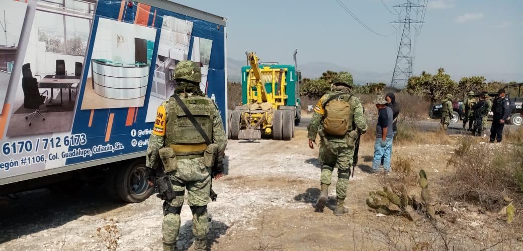 Recuperan un camión cargado de muebles en Tecamachalco