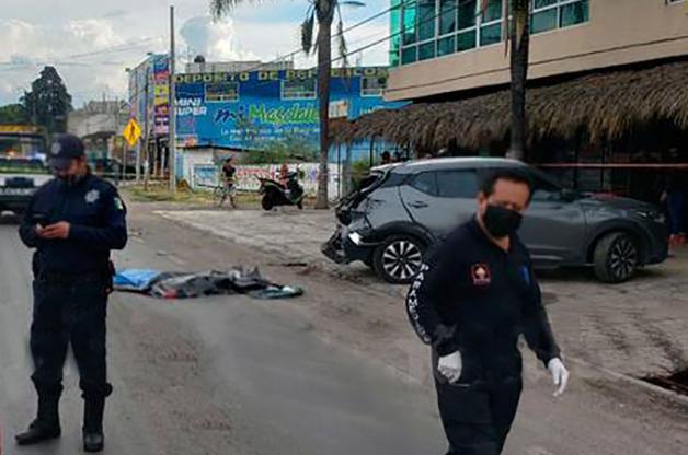 VIDEO Mariachi muere prensado entre auto y traíler en la Vía Corta Chiautempan-Puebla