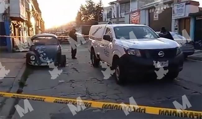 VIDEO Tras una semana de beber, muere por cogestión dentro de su vocho en Puebla