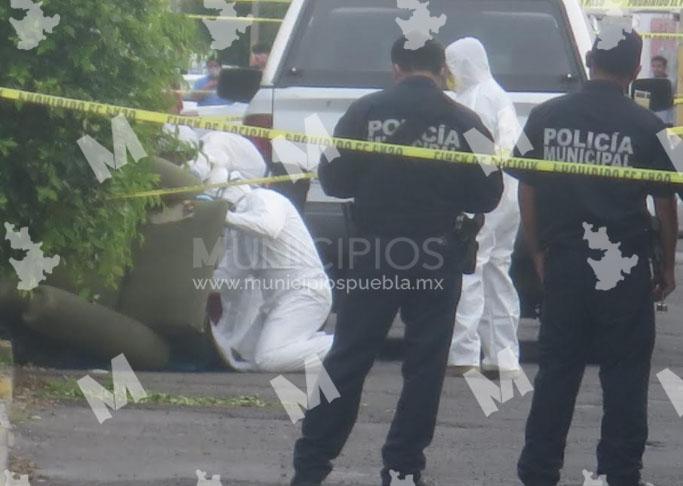 Atado a un sillón dejan cadáver de mujer en la colonia San Manuel en Puebla