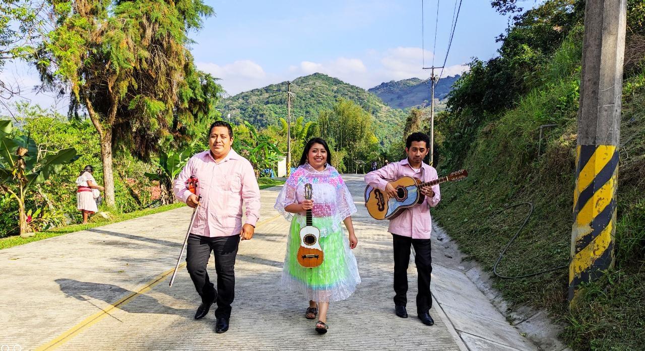 Con poesía, música y puntura colectivo busca hermanar mujeres de la Huasteca
