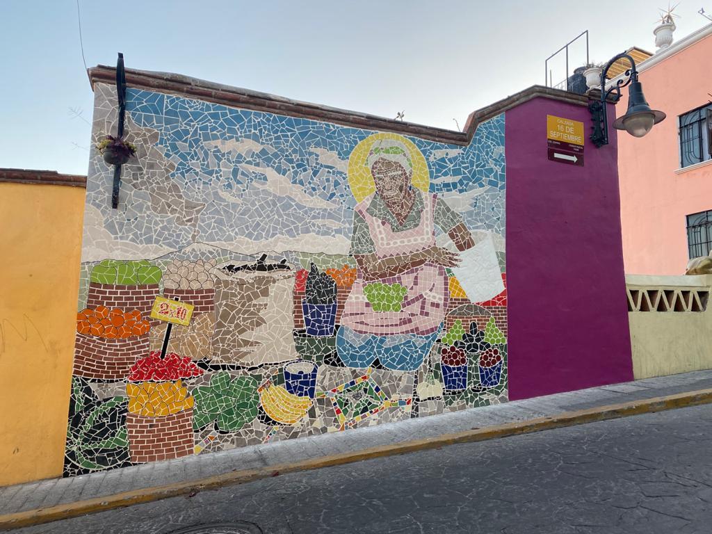 Encuentran a mujer que inspiró un mural de Atlixco