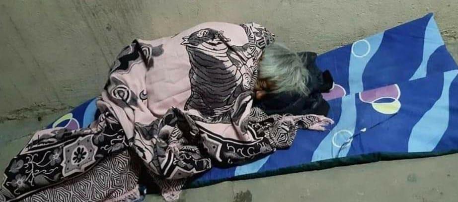 Autoridades ignoran a don Nacho, quien vive en las calles de Huixcolotla