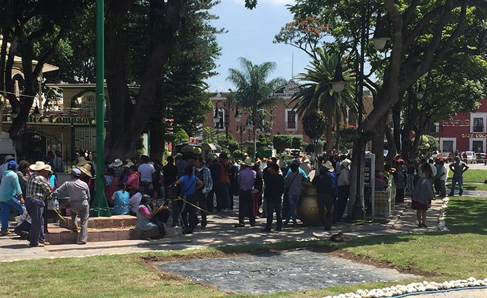 Narcomantas en Atlixco ya afectan ventas a comercios
