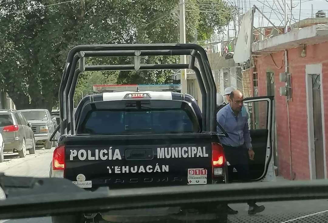 Critican a regidor de Tehuacán por usar patrullas para transporte personal