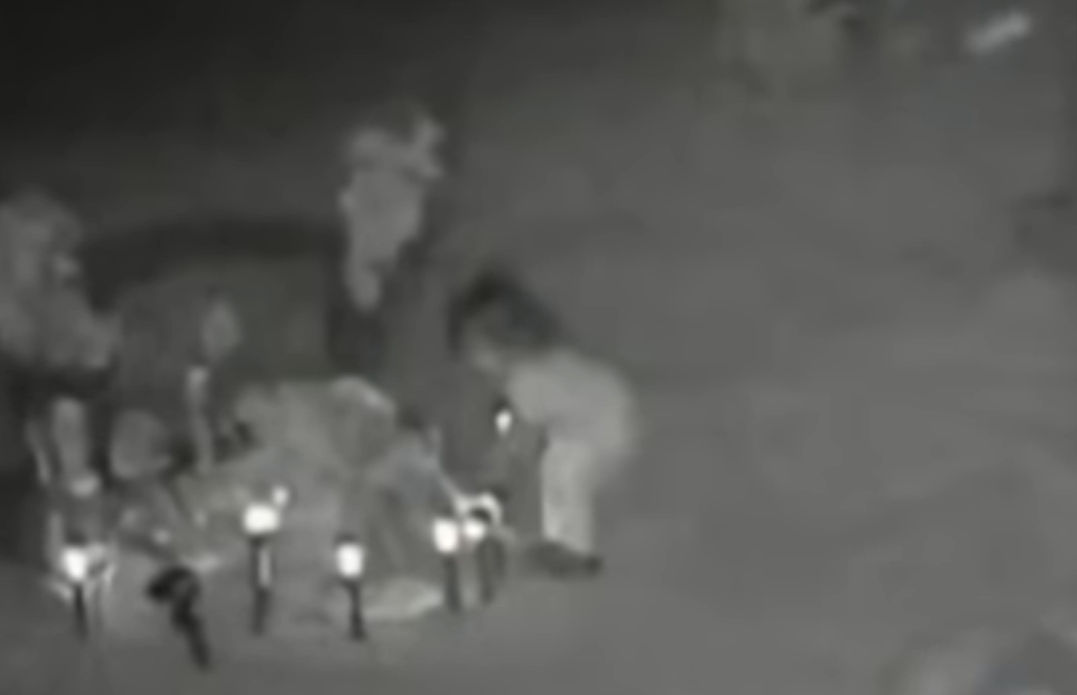 VIDEO Pone cámaras en el panteón y logra capturar el fantasma de una niña