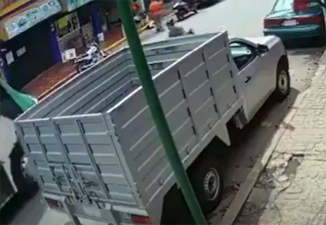 VIDEO Camión del transporte público le pasa encima a niña de 3 años