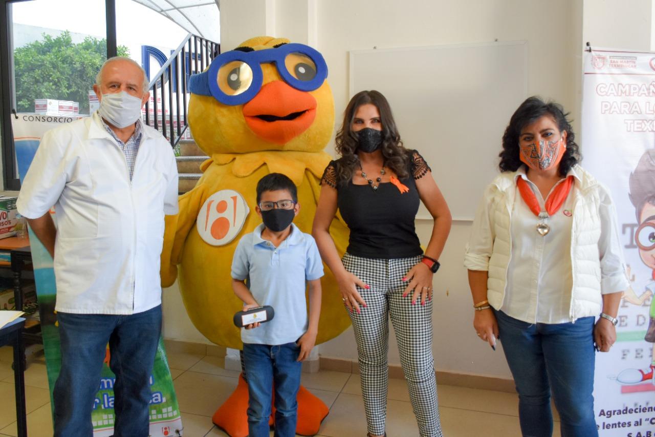 Entrega Norma Layón 150 lentes para niñas y niños de Texmelucan