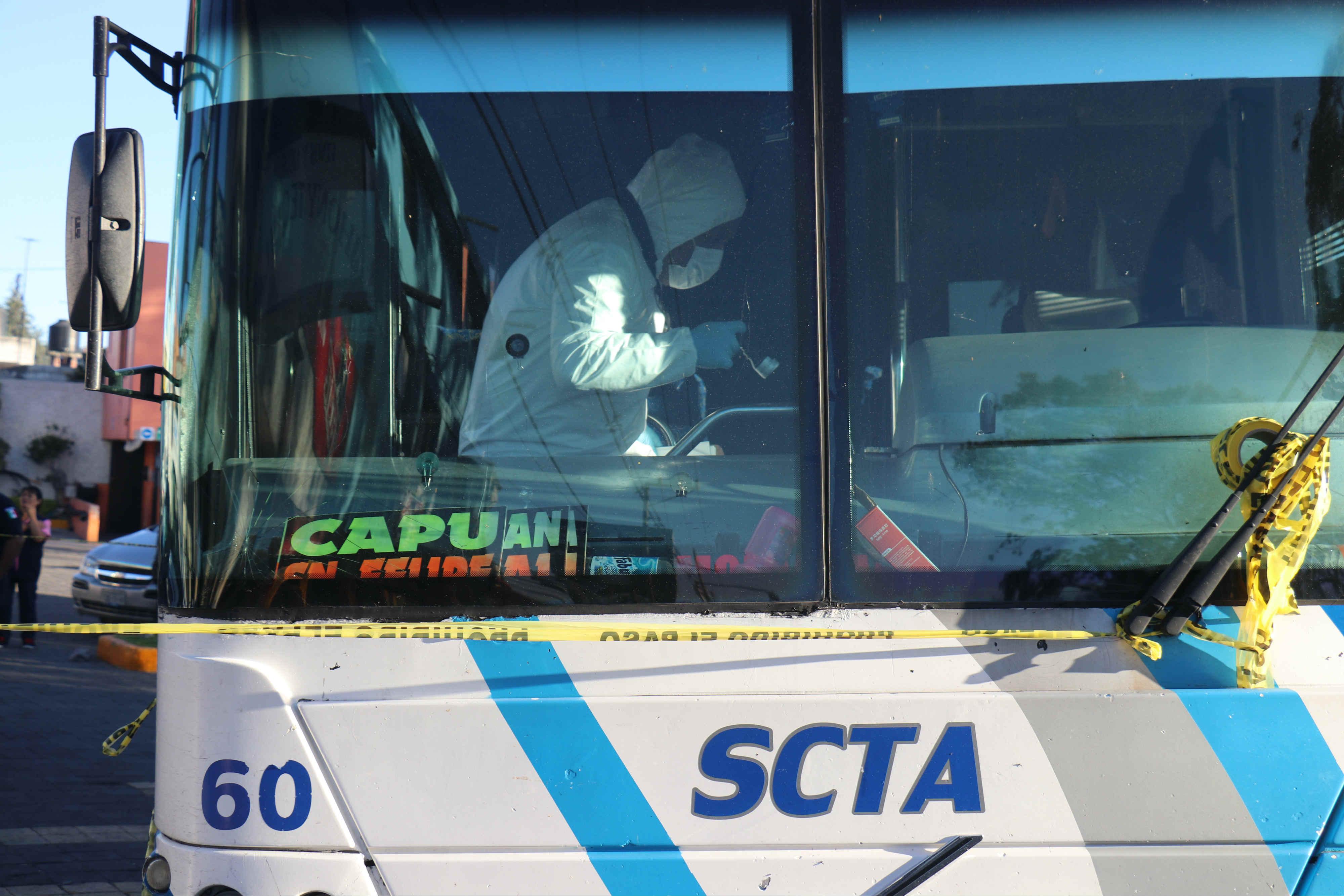Asesinan a vendedor de chicles dentro de camión en Puebla