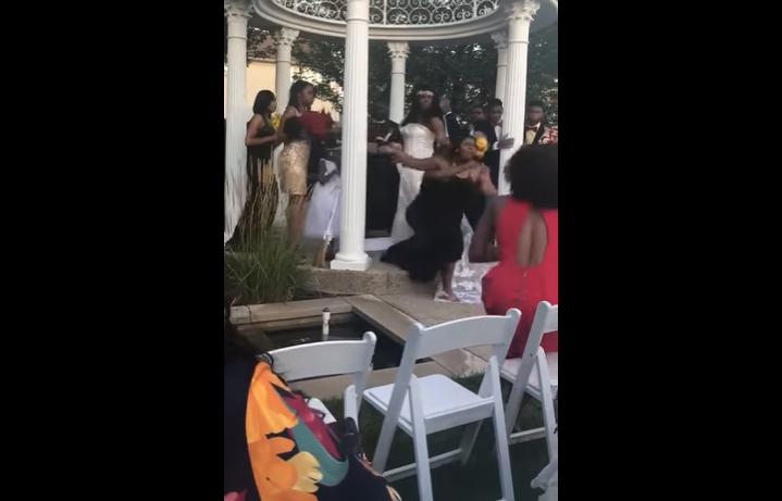 VIDEO Mujer irrumpe boda y asegura estar embarazada del novio