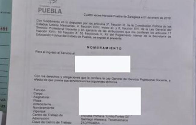 Maestra de Tecamachalco denuncia falta de pago de la SEP desde hace 2 años